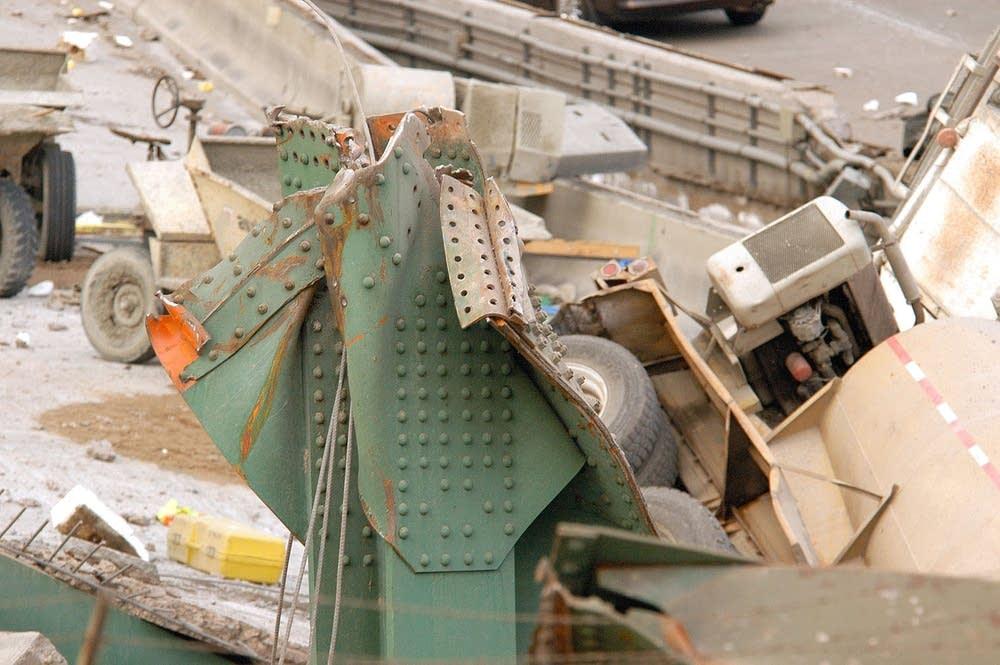 IDEA StatiCa - Bridge collapse